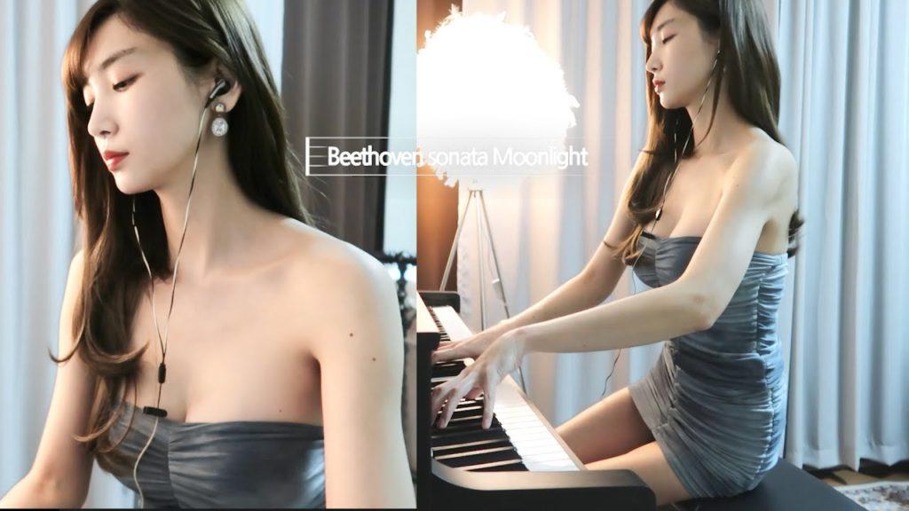 韓国のおっぱいピアニスト